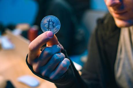Віртуальні мільярдери: як можна захистити права власника криптовалюти