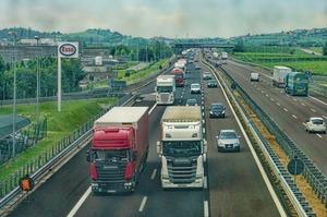 Закон про посилення штрафів за перевантаження на дорогах передали на підпис Зеленському
