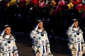 Китай запустив перших космонавтів на свою космічну станцію