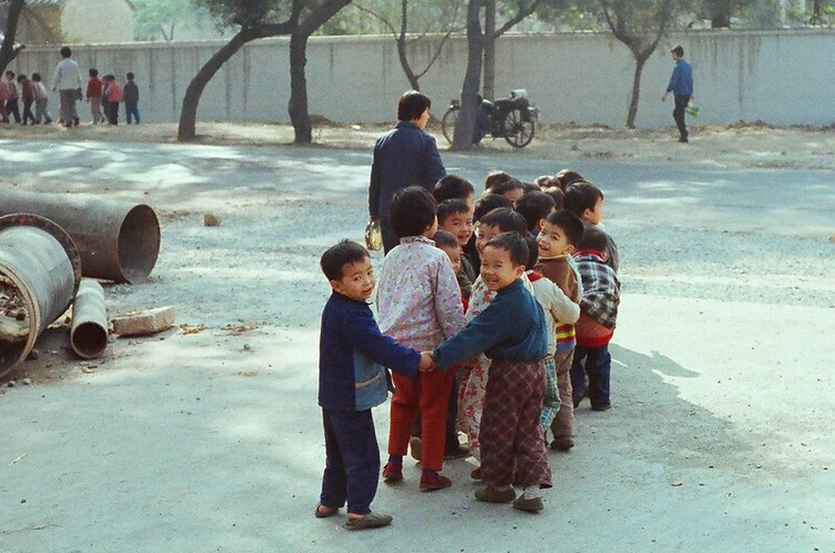 Пекін розглядає можливість скасування всіх обмежень на народження дітей до 2025 року