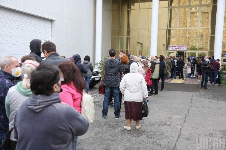 Центр вакцинації у Києві працюватиме цієї суботи до 14:00