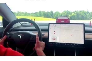 Американські регулятори перевіряють 30 ДТП за участі автомобілів Tesla