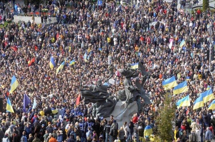 Кількість померлих в Україні у квітні цього року майже на 50% більше, ніж торік - Держстат