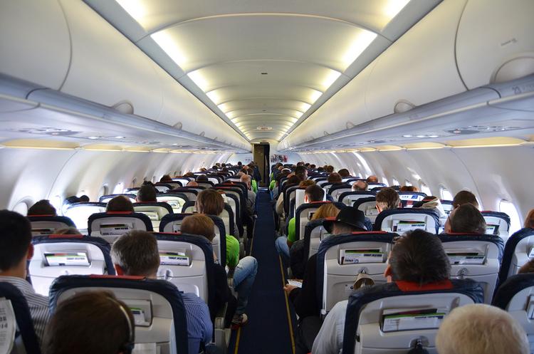 Авіакомпанії і бортпровідники хочуть посилити штрафи для неслухняних пасажирів