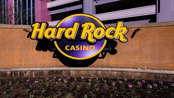 Hard Rock International и Seminole Gaming вакцинируют сотрудников по программе Rock Your Shot