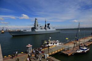 Міноборони Великої Британії заперечує, що російські військові відкривали вогонь по есмінцю Defender