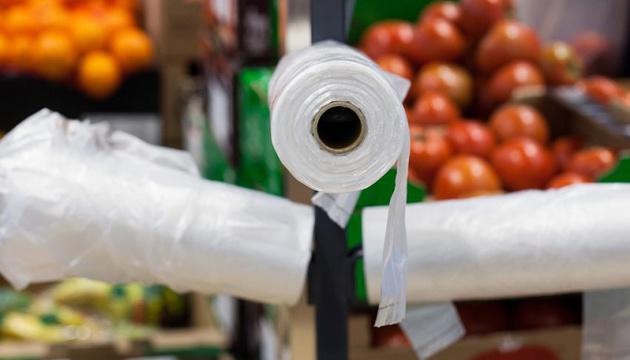 «Ашан» первым отказался от пластиковых пакетов