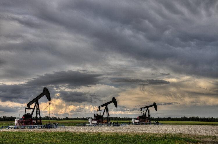 ОПЕК + відновлює переговори про нафтову політику на тлі протистояння Саудівської Аравії і ОАЕ