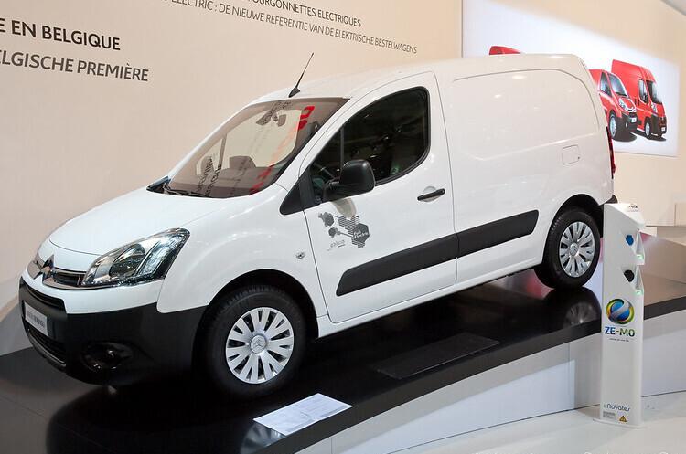 Stellantis інвестує $138 млн у виробництво електричних фургонів в Англії