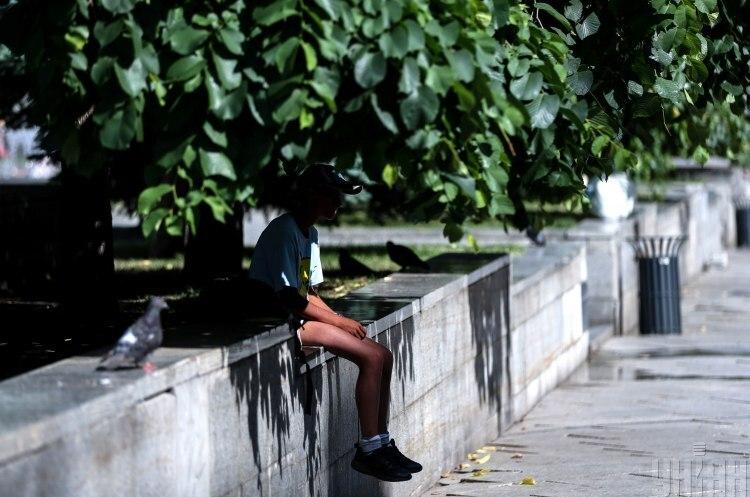 Синоптик прогнозирует жару и чистое небо над Украиной