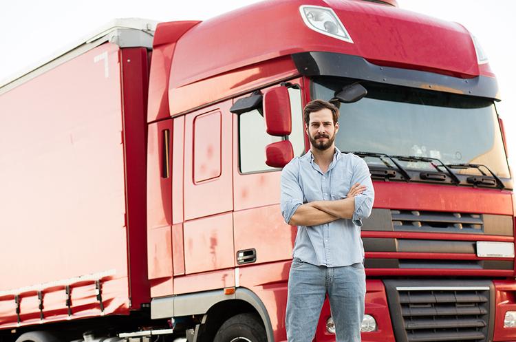 Британська влада хоче вирішити проблему нестачі водіїв вантажівок шляхом довшого робочого дня