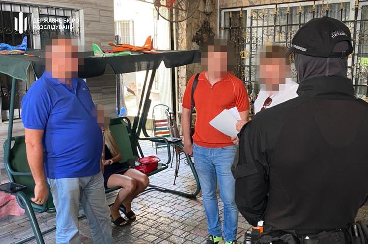 ДБР викрило голову міськрайонного суду Одещини та адвоката у шахрайстві