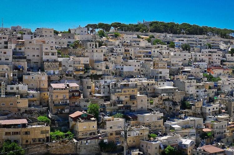 Жити з COVID: Ізраїль змінює стратегію на тлі дельта-варіанту