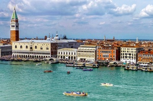 Італія заборонила великим круїзним суднам запливати в центральну частину Венеції