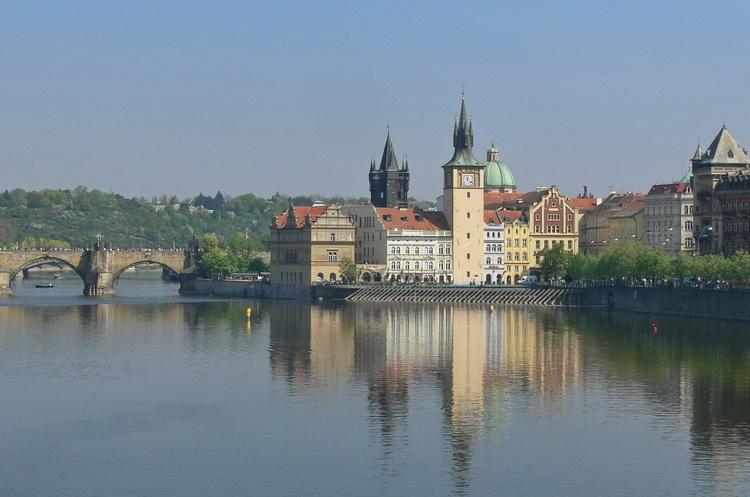 Чехія веде переговори з інвесторами про будівництво двох заводів з виробництва акумуляторів