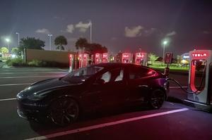 Маск пообіцяв зробити мережу зарядних станцій Tesla Supercharger доступною для всіх електрокарів
