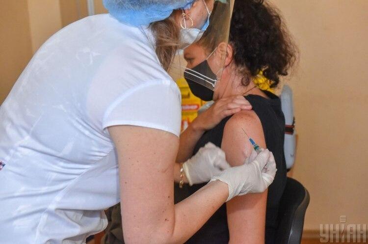 В Україні стартував п'ятий етап COVID-вакцинації