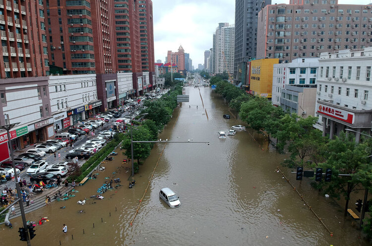 У Китаї завод з виробництва iPhone для Apple постраждав під час повені
