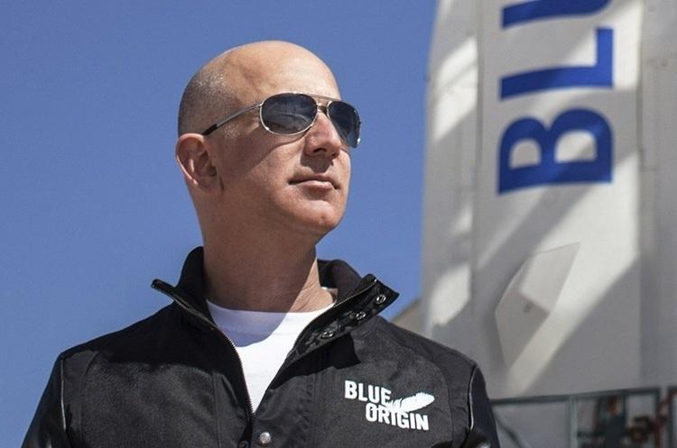«Всю важку промисловість треба запустити в космос»: Безос дав інтерв'ю після космічної мандрівки