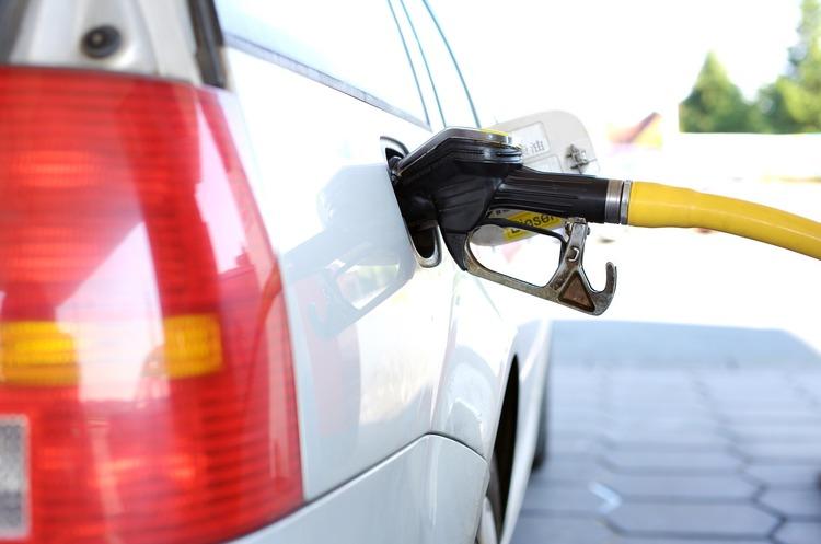 Мінекономіки знизило граничні ціни дизпалива та бензинів