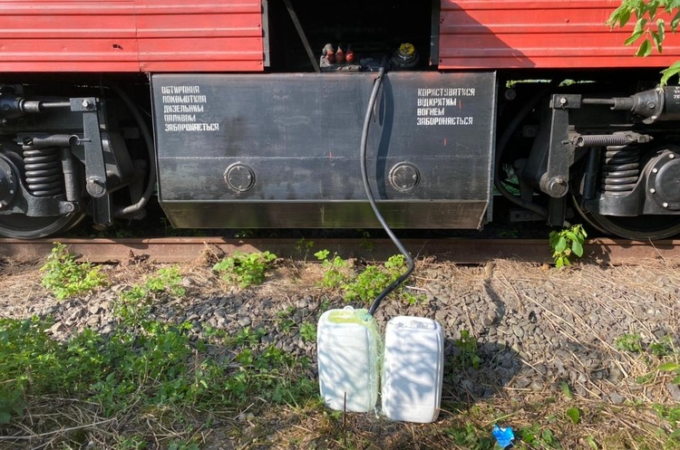 Правоохоронці викрили працівників «Укрзалізниці» на розкраданні пального