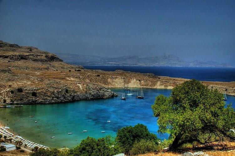 В ЄС застерегли туристів від поїздок на грецькі острови через сплеск COVID-19