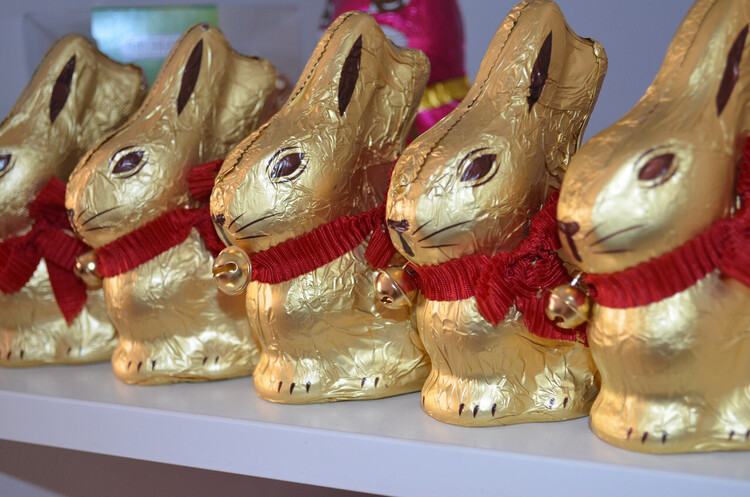 Суд в Німеччині схвалив виробнику шоколадних зайців Lindt право на золотий колір фольги