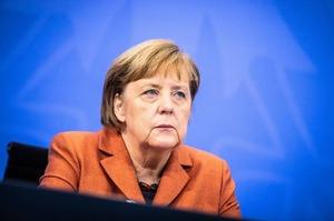 Німеччина не стане припиняти роботу «Північного потоку 2» через Україну – Bloomberg