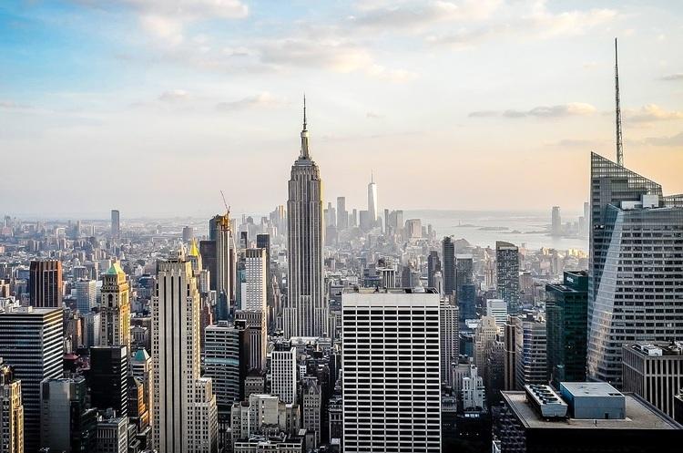 Нью-Йорк першим у США заборонить вхід у спортзали, кафе і ресторани невакцинованим особам