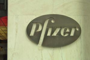 Pfizer введе для працівників обов'язкову вакцинацію або щотижневе тестування на COVID