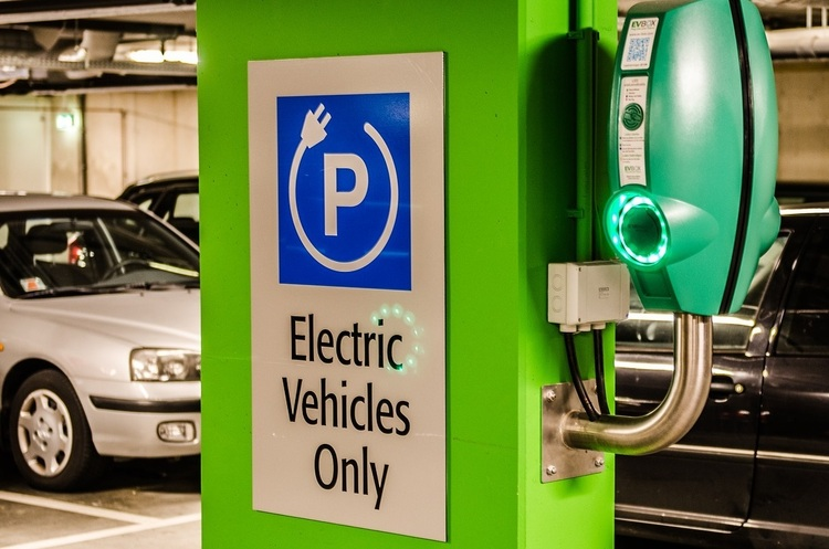 Байден підпише указ про доведення частки електромобілів до 50% в найближчі 9 років
