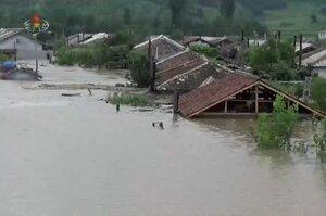 Повінь в Північній Кореї: затоплені будинки, поля, зруйновані дороги мости і дамби
