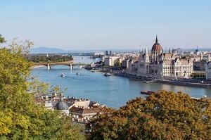 Угорщина зняла коронавірусні обмеження на в'їзд для наземних туристів з України