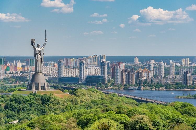 На длинные августовские выходные диапазон температуры в Украине от +17°С на западе до +30°С на юге
