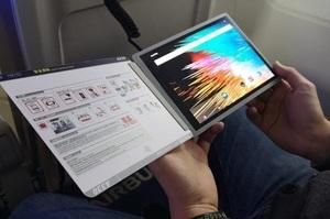 Airbus представила цифровий журнал з гнучким дисплеєм для перегляду фільмів у літаку
