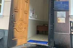 У Києві невідомий кинув коктейль Молотова в офіс омбудсмена Денісової