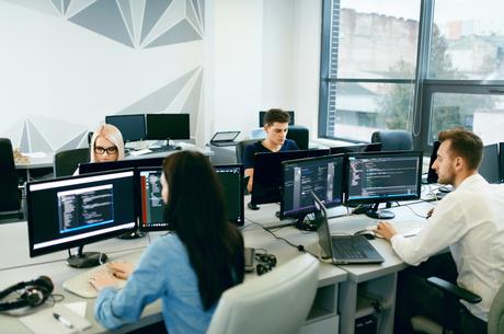 Знайти собі «сеньйора»: як IT-компанії долають дефіцит кадрів