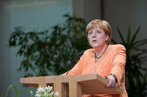 До виборів в Бундестаг менше місяця: блок Меркель програє соціал-демократам