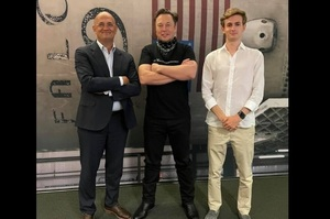 Ілон Маск запросив в гості онука Сергія Корольова і провів для нього екскурсію по SpaceX