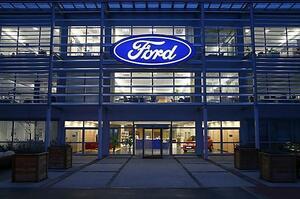 Переманили: глава автомобільного підрозділу Apple перейшов у Ford