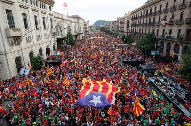 У Каталонії на мітинги за незалежність регіону вийшли понад 100 000 людей