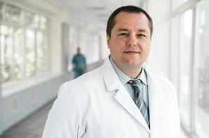 Кардіохірург Сергій Сіромаха: «Куріння матері може вплинути на дітей її доньки»