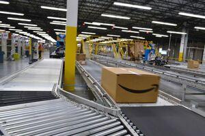 Amazon підвищить зарплату до $18 за годину і найме ще 125 000 працівників