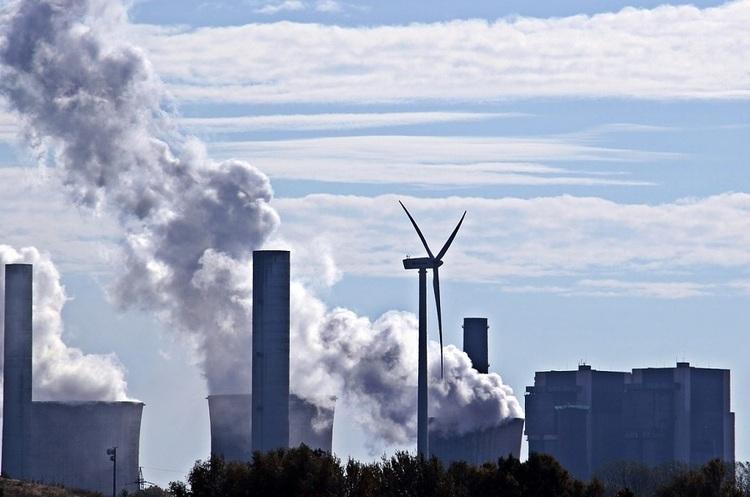 Зростання цін на електроенергію в Європі вдарило по виробниках добрив – Bloomberg