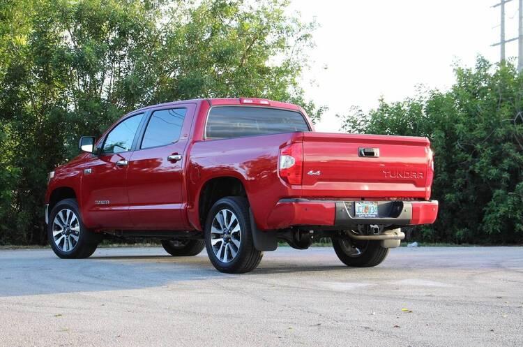 Toyota відкликає в США понад 158 000 пікапів Tundra