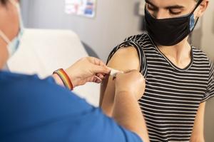Україна отримала 159 600 доз вакцини CoronaVac у рамках COVAX