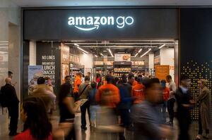 Amazon планує відкрити магазини одягу з «розумними» примірювальними - WSJ
