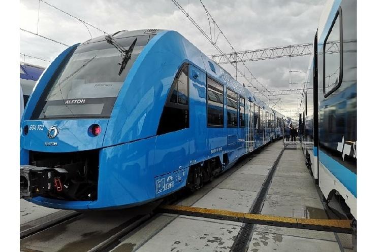 У Польщі представили перший водневий поїзд Alstom – він проїжджає 1000 км на одній заправці