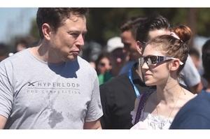 Ілон Маск та співачка Граймс розсталися після 3-х років стосунків та спільної дитини