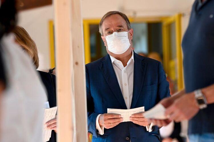Лідера партії Меркель розкритикували за «засвічений» бюлетень